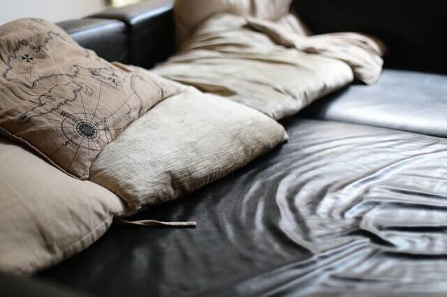 ניקוי שומן גוף מהספה בצורה עצמאית