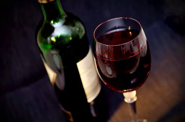 הסרת כתמי יין מספות