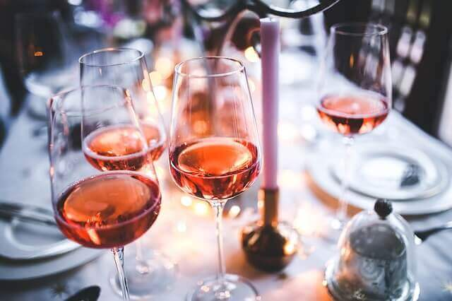 ניקוי כתמי יין